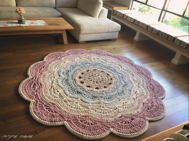 My giant - crochet doily t-shirt yarn rug pattern - by Osa Einaim || ענקי - שטיח דויילי מחוטי טריקו - עושה עיניים