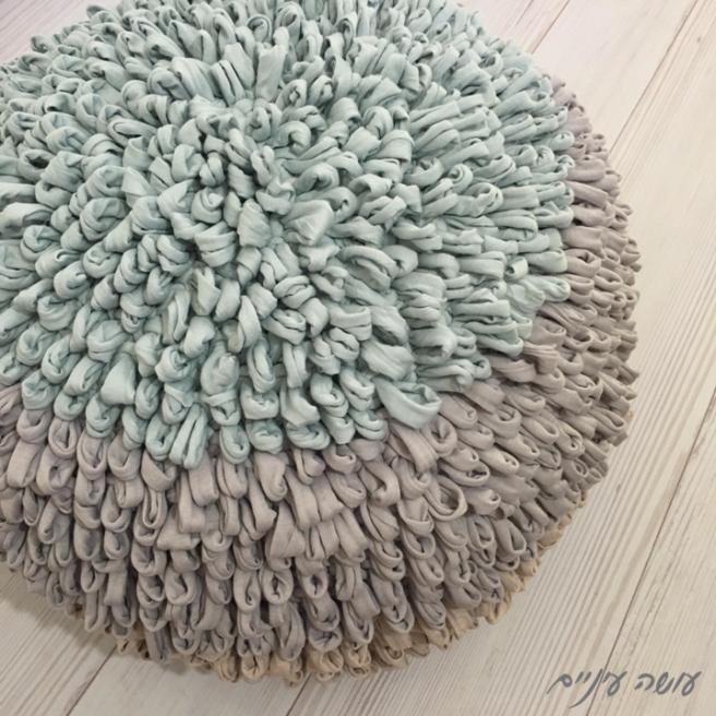 עושה עיניים - פוף קיפודי סרוג מחוטי טריקו || Osa Einaim - Crochet loop pouf made with t-shirt yarn trapillo
