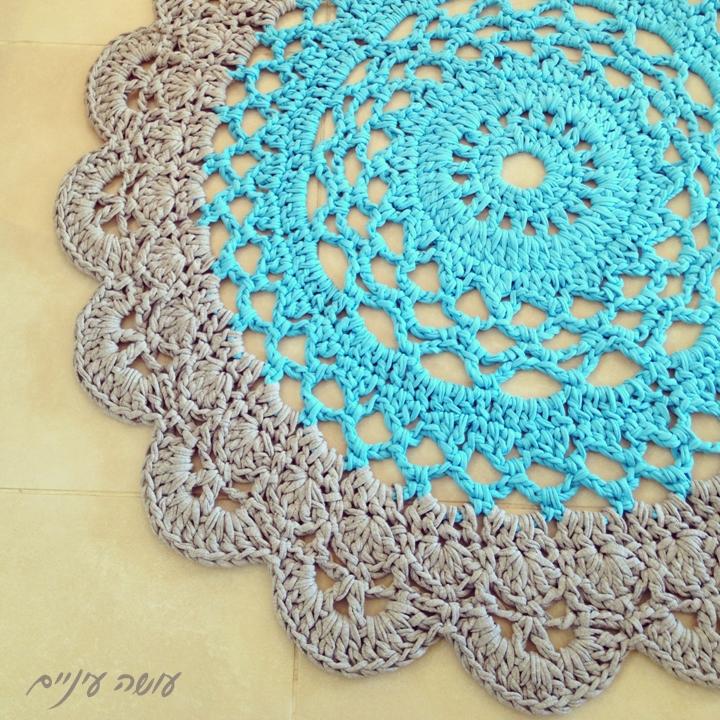 עושה עיניים - שטיח סרוג מחוטי טריקו || OsaEinaim - T-shirt yarn rug