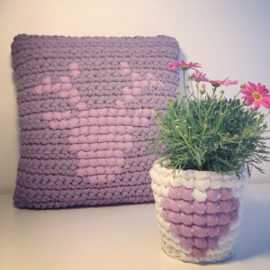 T-shirt yarn - Cross stitch on Crochet    by OsaEinaim